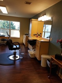 Salon Brookdale Monroe